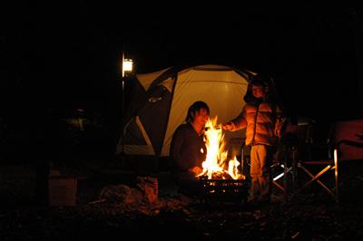 夜キャンプ:焚火