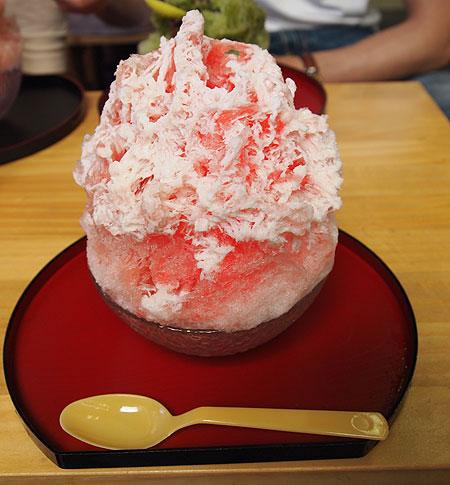野苺・生苺ハーフ&ハーフミルクがけかき氷